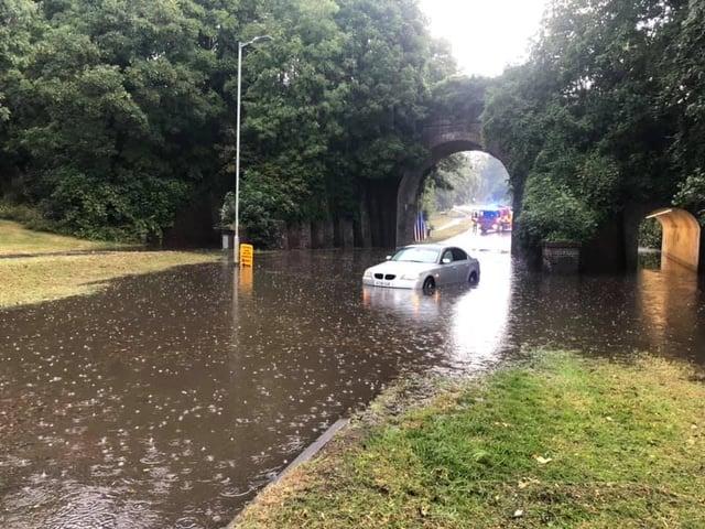 Police closed several roads in Hemel Hempstead (C) Hertfordshire Police