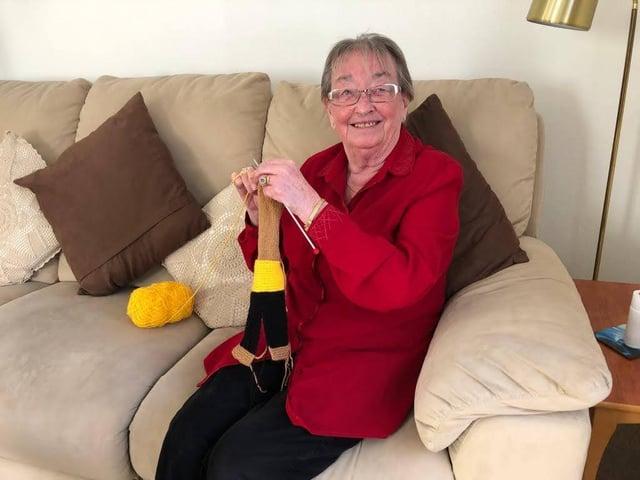 Hazel knitting DENNY The Bear