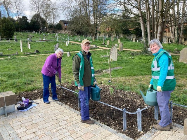 Berkhamsted Gardeners Society putting in the first of the plants