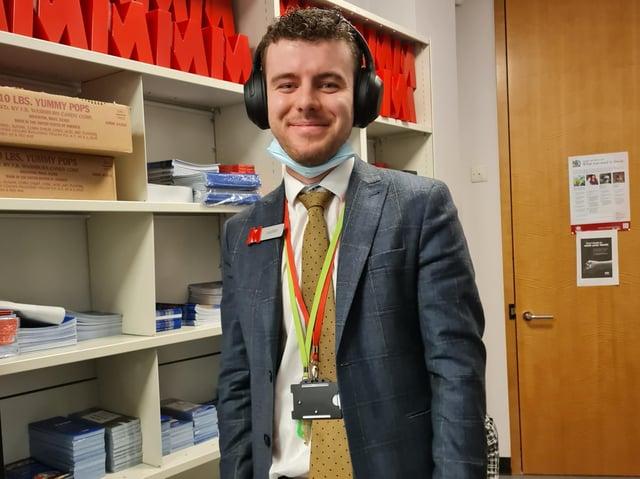 Hemel Harry Dear, customer service representative, Metro Bank experiences Deaf Awareness Week