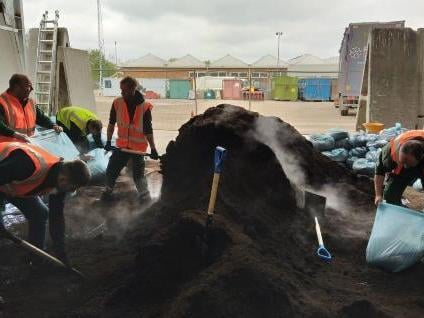 Dacorum Borough Council gave away 10 tonnes of peat-free compost to residents to celebrate International Compost Awareness Week