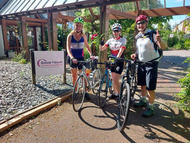 Nicole, Helen and Kevin stop at Grove House on the Tour de Rennie Grove