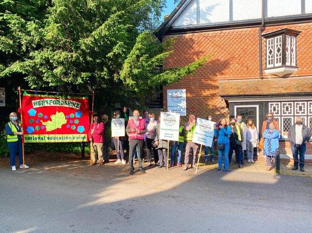 Tring Park Concerns Group support teacher strike over pension scheme